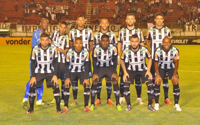 Formação carijó na estreia da Série B em 13 de maio, contra o Goiás: Toque de Bola fez levantamento do entra-e-sai de jogadores nas sete primeiras todadas
