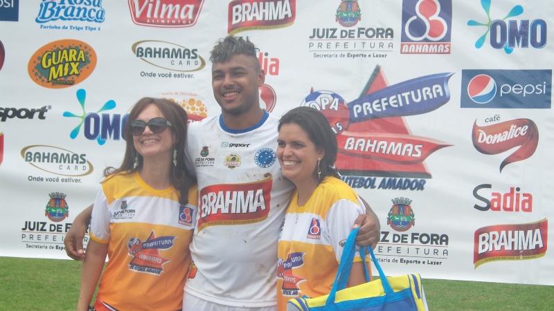 Lucas marcou de falta o gol do título adulto do Cruzeirinho na Copa Prefeitura Bahamas de Futebol Amador 2015