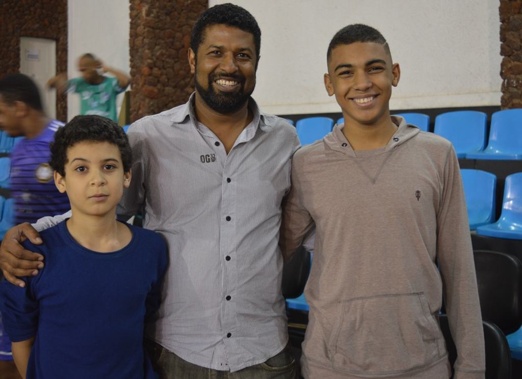 Na primeira noite dos Jogos Sesi Juiz de Fora, rodada dupla de futsal une pais e filhos. Veja fotos