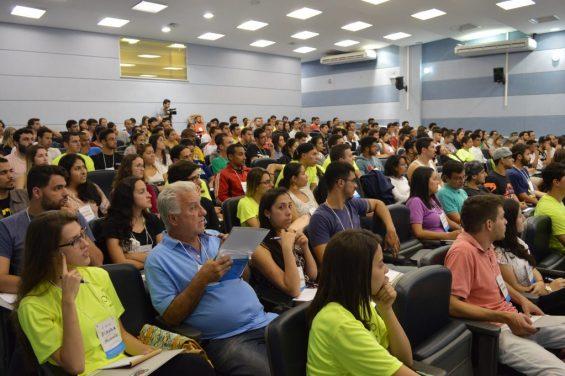 Auditório da Faculdade de Engenharia da UFJF ficou lotado no primeiro dia do congresso