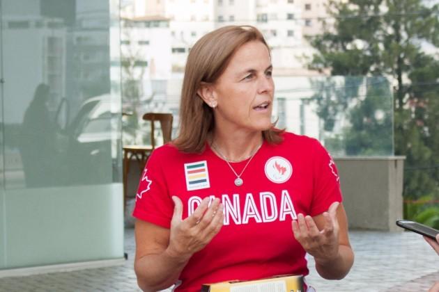 Pela 1ª vez no Brasil, atleta Diane Roy entrevista (Foto: Guilherme Leite/UFJF)