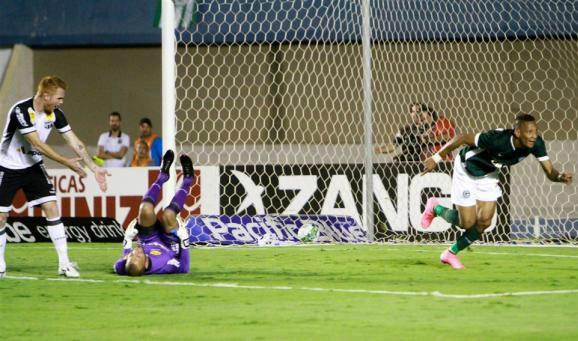 Goiás sai momentaneamente do sufoco com vitória na estreia do treinador Gilson Kleina