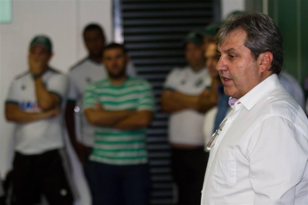 Gilson Kleina entrou na vaga de Leo Condé como treinador do Goiás, também ameaçado de rebaixamento