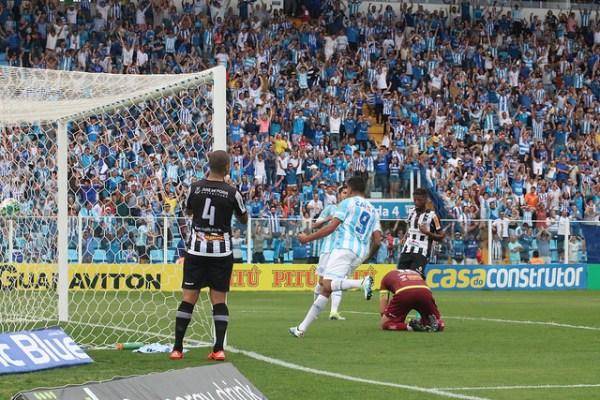 Bruno Costa marcou contra o próprio time. Lance decidiu a partida