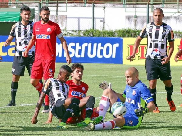 Ataque do Tupi teve dificuldades para vencer o goleiro Júlio César