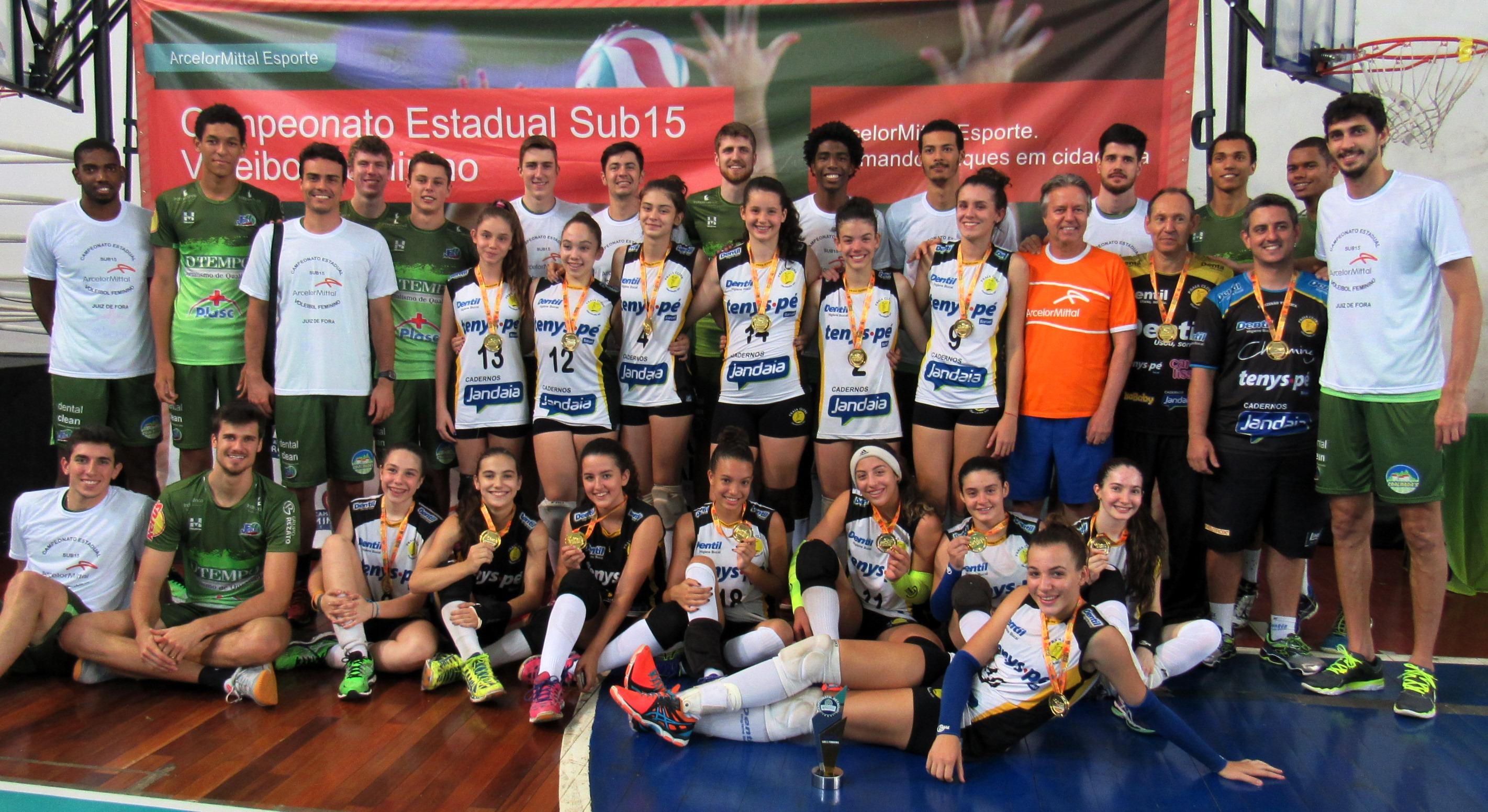 c972cbd81c Equipe do Juiz de Fora Vôlei entrega as medalhas as equipes que estiveram  no pódio