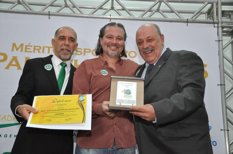 Mérito Esportivo Panathlon 20016: Carlos Dias representa a ADJF - Handebol e recebe o Mérito do panathleta Alfredo Coimbra