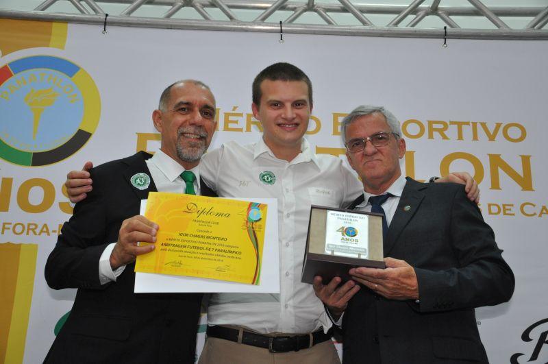 Igor Chagas Monteiro recebe Mérito - Arrbitragem de Futebol de Sete Parralímpico - entregue pelo panathleta Antônio Carlos Reiff Werneck