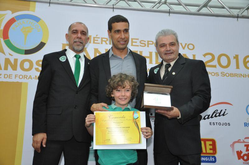 Cláudio Esteves, assistente Marcelo Van Gasse (Mérito Esportivo Panathlon 2016, que atuou na véspera, na final da Copa do Brasil) e Adilson Mattos
