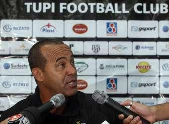 Oficial: Tupi informa que treinador Aílton Ferraz não fica no clube