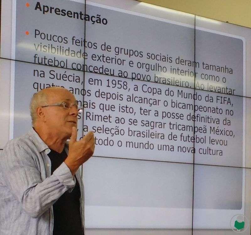 Ex-campeão por Flu e Fla, Zé Roberto alerta: sem campos de terra batida, acaba a essência do futebol brasileiro