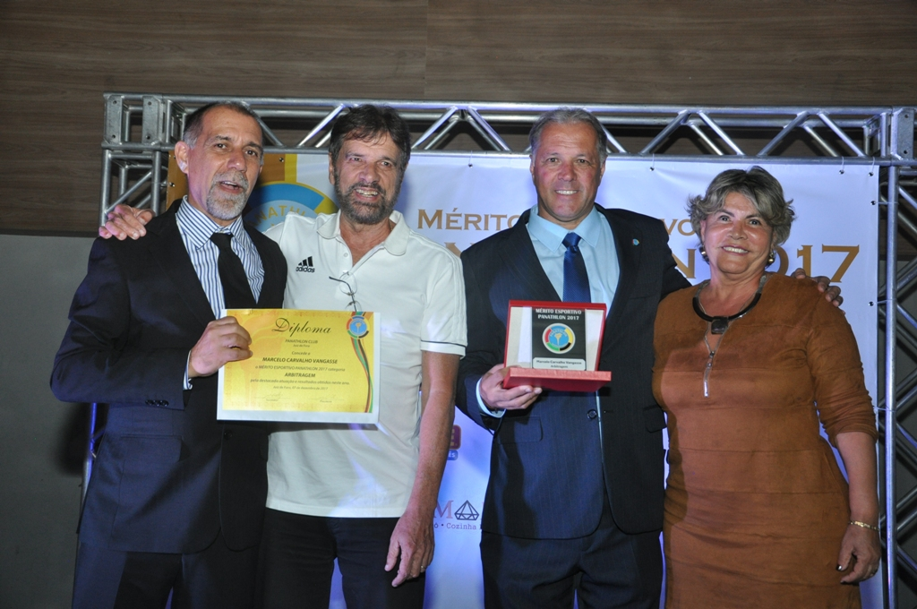 Cláudio Esteves, Luiz Fernando, pai de Marcelo Van Gasse (Arbitragem), Aristides Rocha Ribeiro de Castro (Panathlon Club JF) e Cléia, mãe de Marcelo