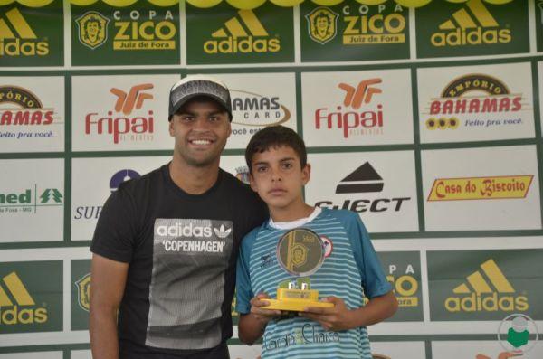 Wallison, do Cruzeiro, participou da premiação