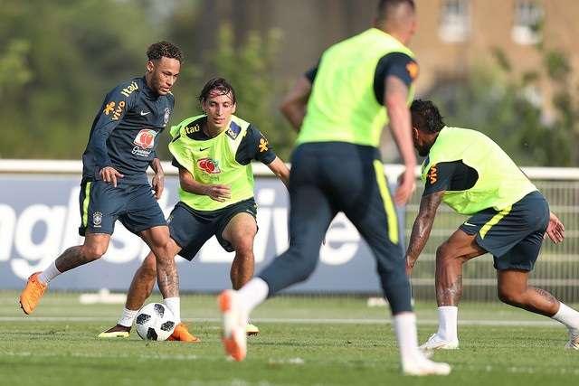 Já em Londres, Seleção Brasileira treina no CT do Tottenham