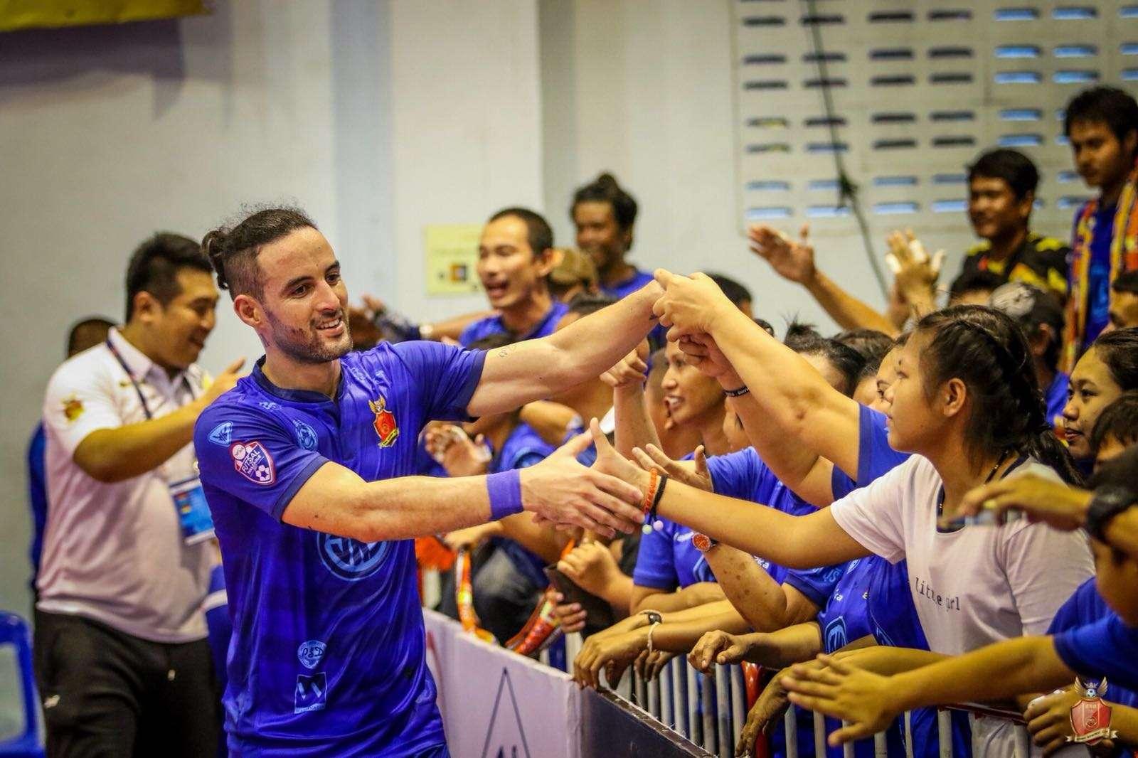 É mais que futsal! Romualdo consolida trajetória vitoriosa na Tailândia