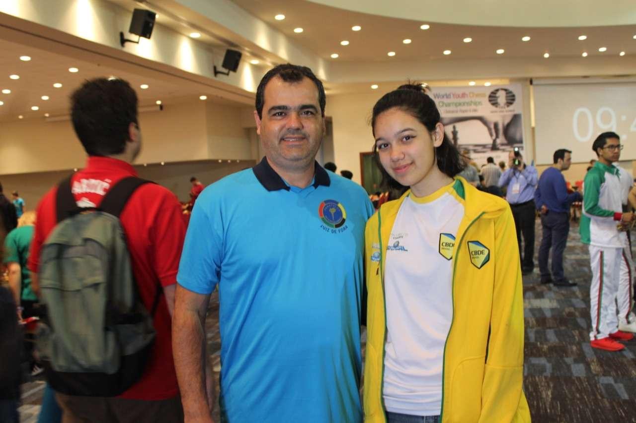 Dupla do Panathlon Club JF recebe homenagem em SP pelo trabalho no xadrez escolar