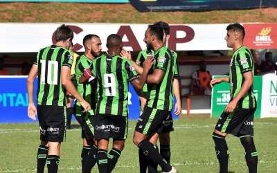 Coelho avança, Sampaoli estreia, Adilson cai e Mineiro para!
