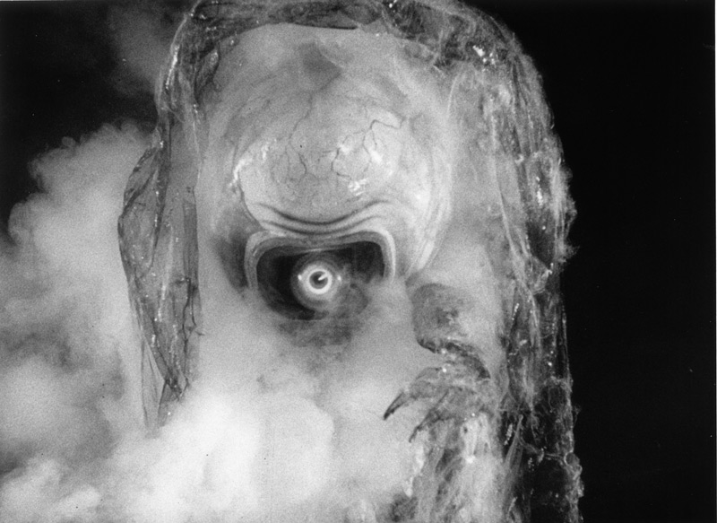 37c8b0fb708 ... Creature s throat be seen to expand and contract on screen (an effect  achieved by the use of an expandable bladder operated by technicians off  camera).