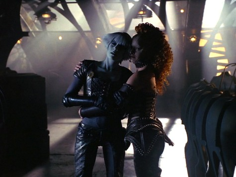 Farscape, Dog With Two Bones, chiana jool