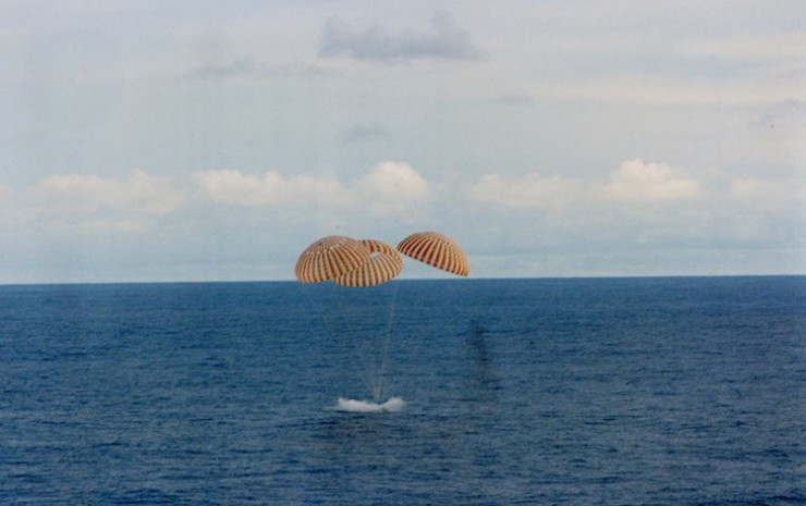 Apollo13Splashdown