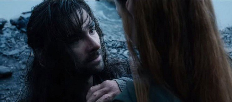 Kili-gives-Tauriel-stone-31