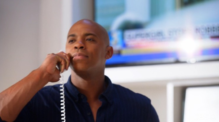 Supergirl 1x17 Martian Manhunter television review James Olsen Cat Grant phone