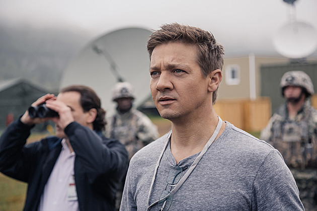 first look Arrival Jeremy Renner Story of Your Life Ted Chiang Stories of Your Life and Others