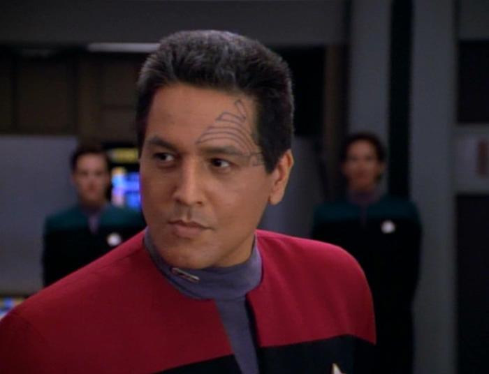 Chakotay (Robert Beltran) in Star Trek: Voyager