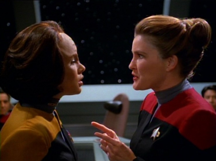 B'Elanna Torres (Roxann Dawson) and Captain Janeway (Kate Mulgrew) in Star Trek: Voyager