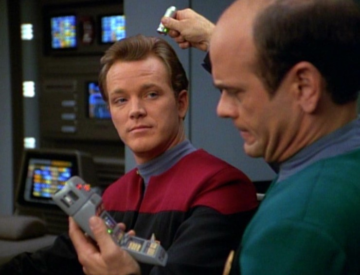 Tom paris (Robert Duncan McNeill) and the Doctor (Robert Picardo) in Star Trek: Voyager