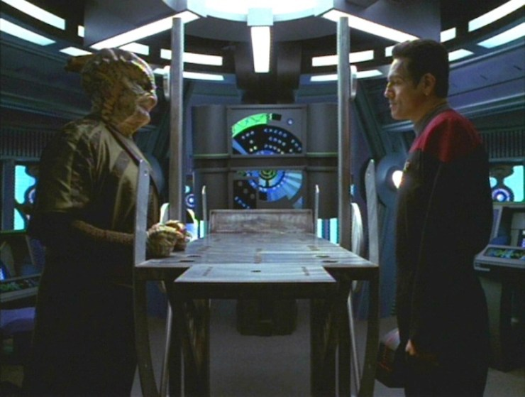 "Star Trek: Voyager ""Distant Origin"""