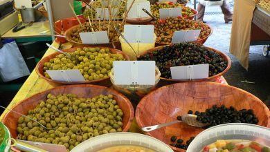 Photo de Doit-on faire nétilat pour manger avec une fourchette des olives mouillées?