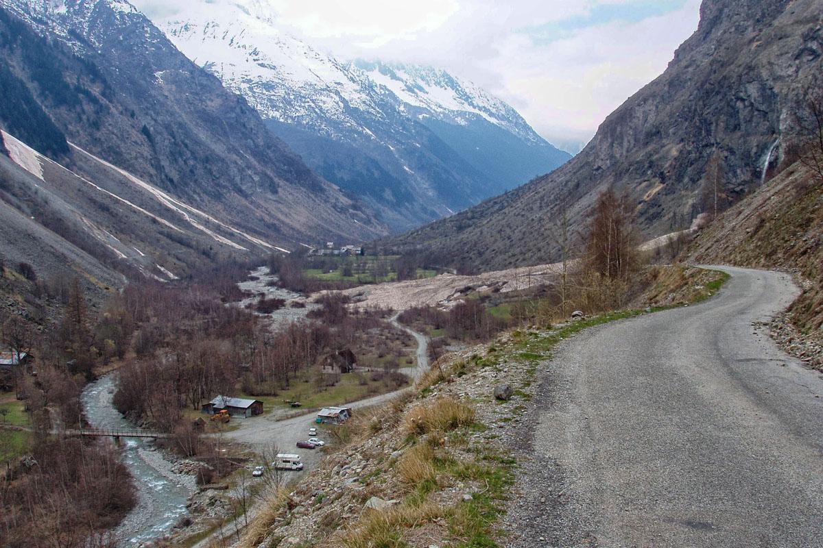 <h6>[Routes du Valgaudemar] (Hautes-Alpes). 2004.</h6>