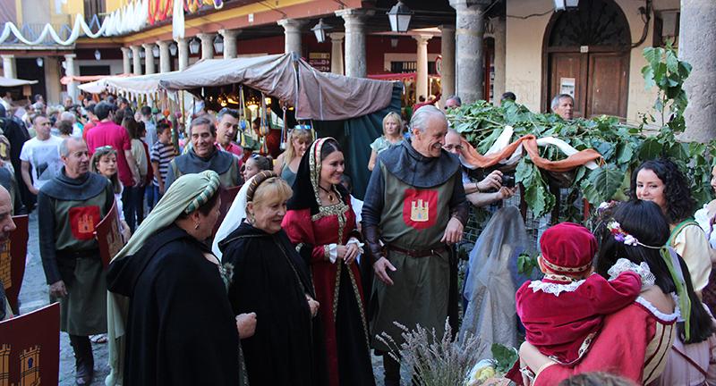 Tordesillas se traslada al medievo en el 25º aniversario de su Mercado Medieval
