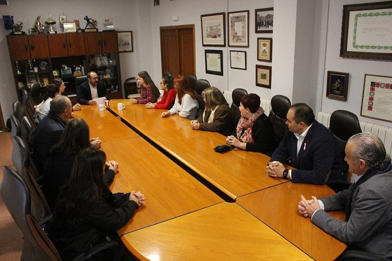 El Ayuntamiento de Tordesillas homenajea a las ganadoras del nacional de debate económico