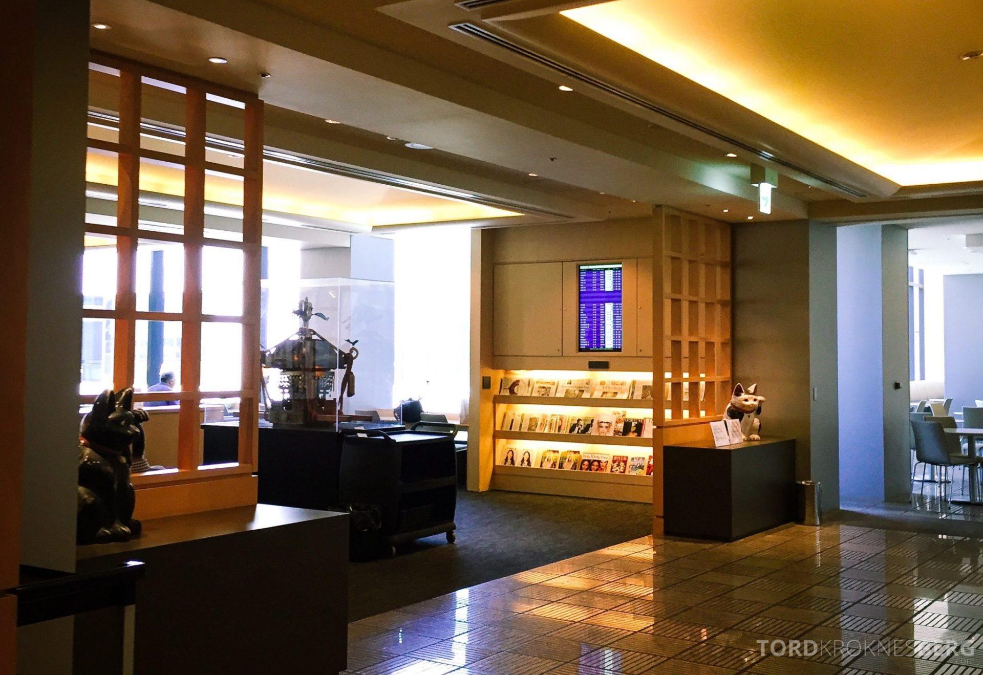 United Club Lounge Tokyo bladhylle