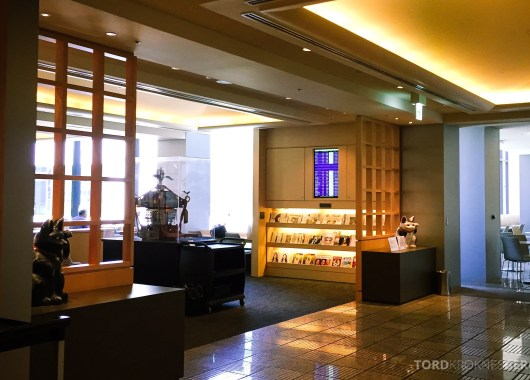 United Club Lounge Tokyo bladhylle