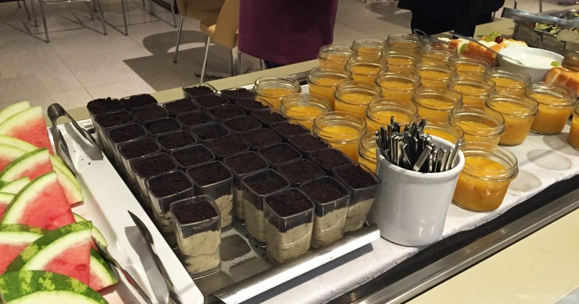 Star Alliance Gold Lounge LAX dessert