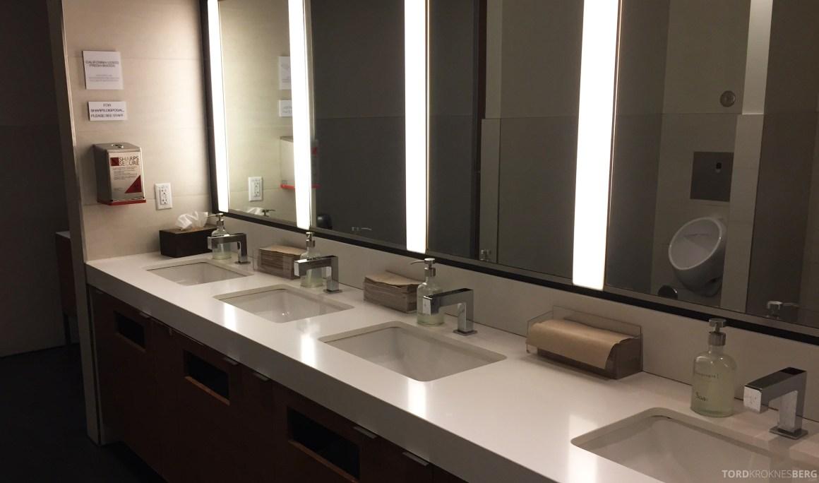 Star Alliance Gold Lounge LAX toalett