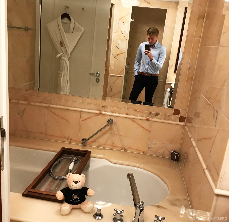 The Ritz-Carlton Berlin selfie bad