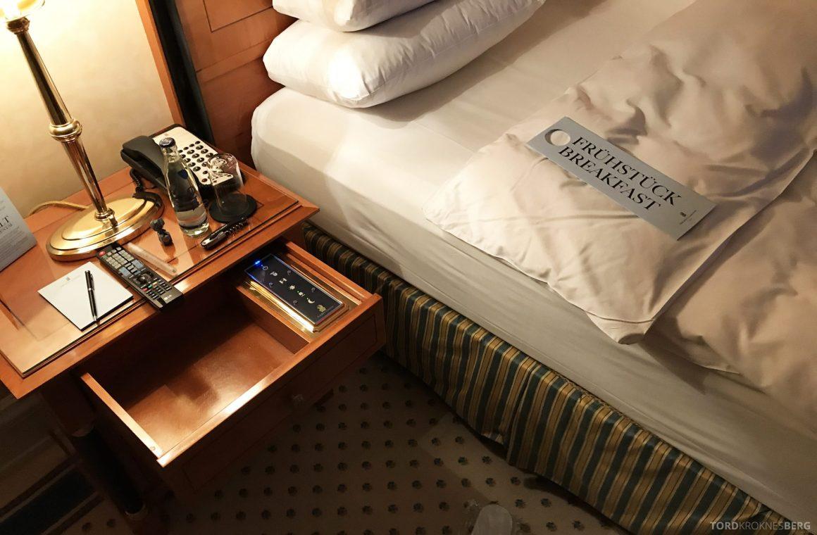 The Ritz-Carlton Berlin turndown service frokost