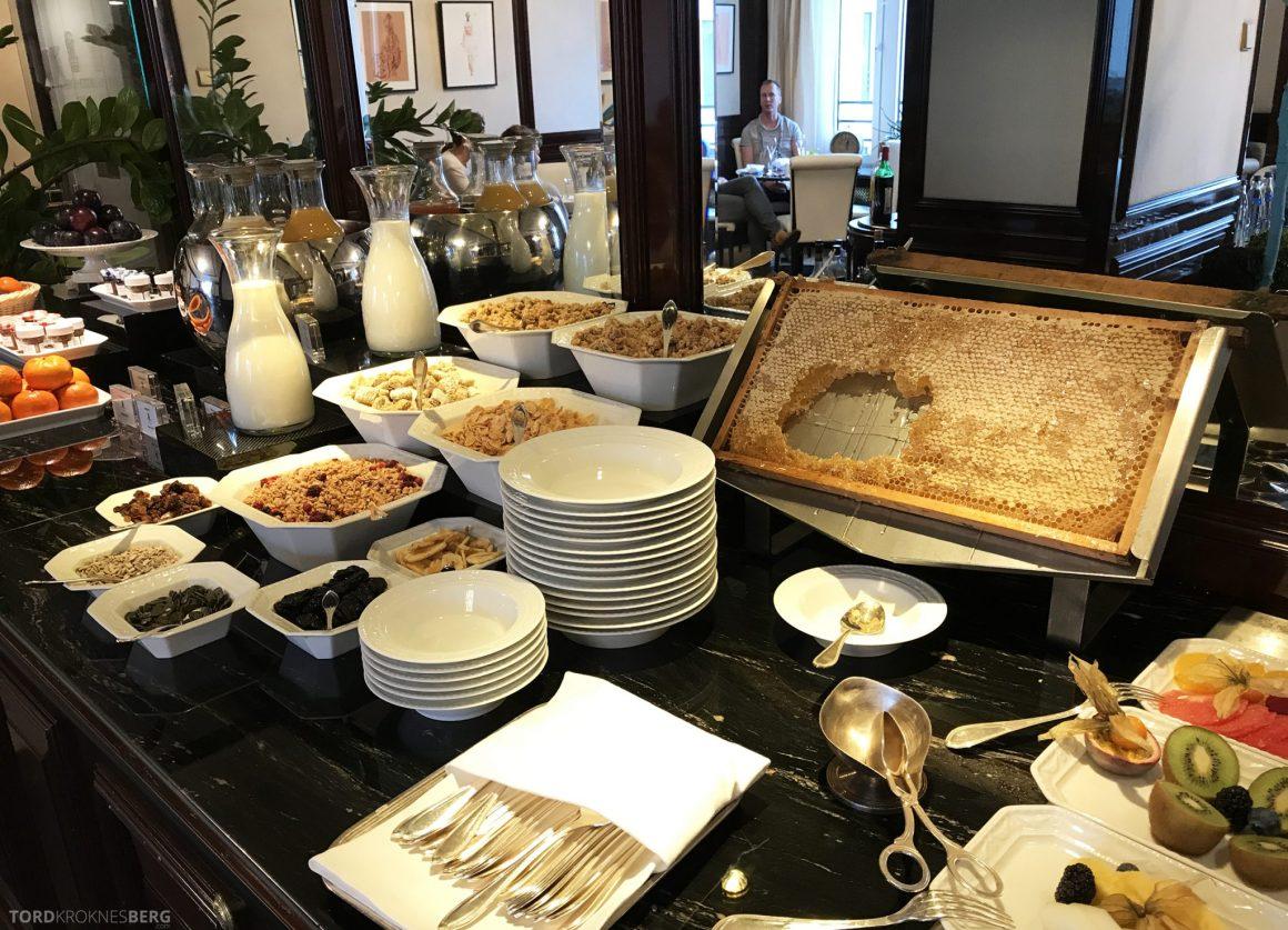 The Ritz-Carlton Berlin Club Lounge frokost