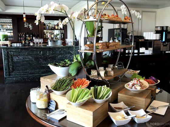 Ritz-Carlton Marina del Rey Los Angeles Hotel Club Lounge lunchbuffet