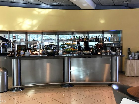 Lufthansa Senator Lounge Berlin buffet