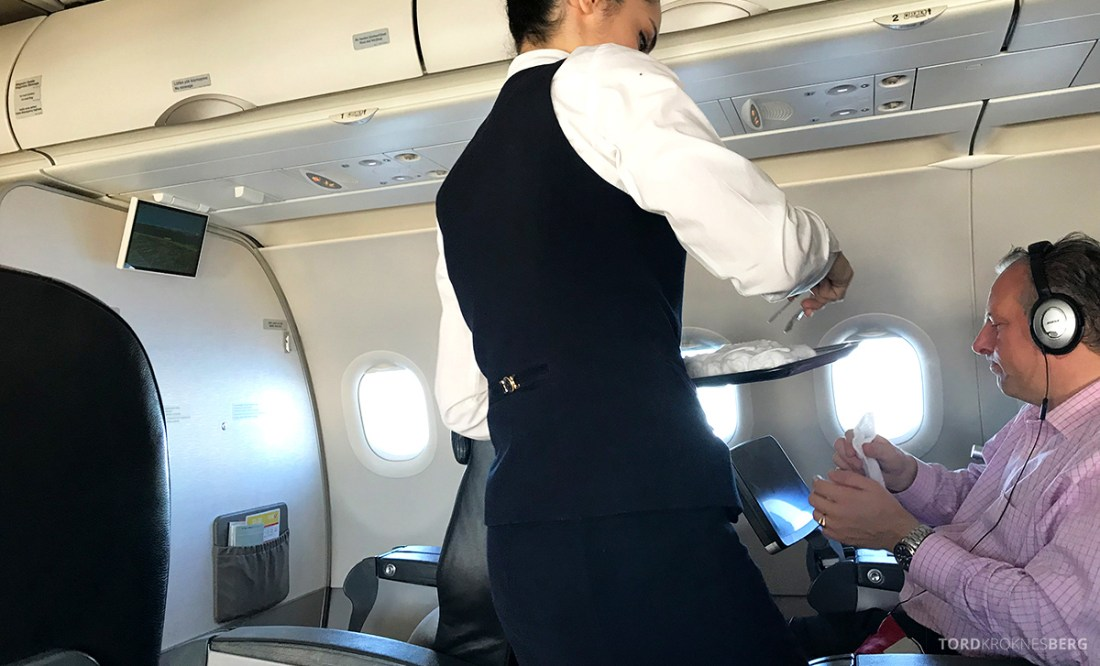 Turkish Airlines Business Class Doha Istanbul Oslo varm klut