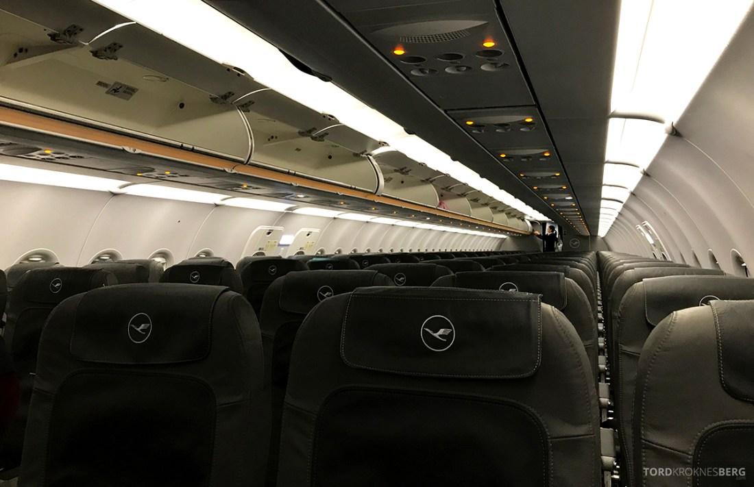 Lufthansa Economy Class Beograd Oslo kabin
