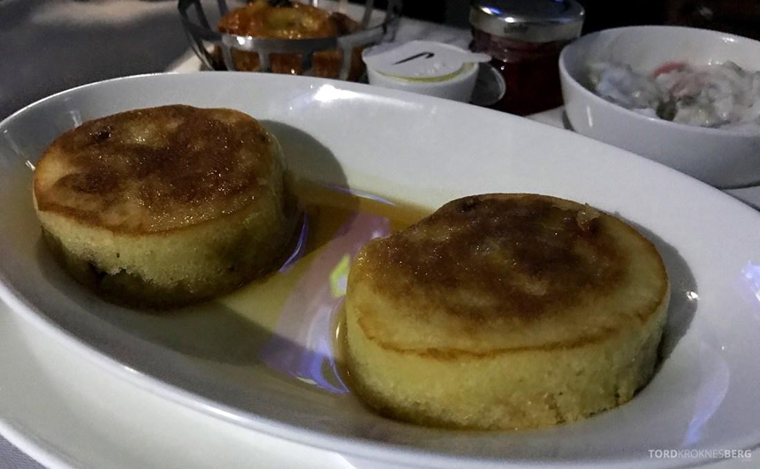 British Airways Club World Business Class London Seoul varm frokost