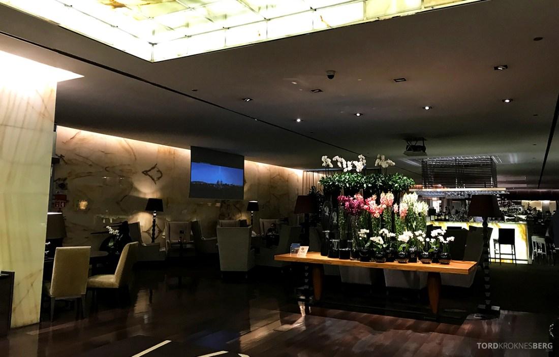 Sheraton Lisboa Hotel lobby