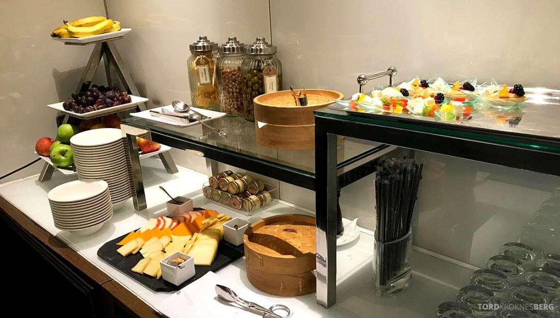 Sheraton Lisboa Hotel Club Lounge hors d'oeuvre buffet