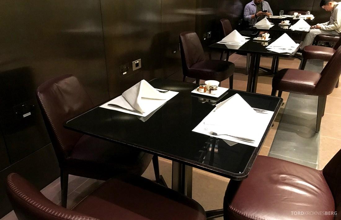 One World First Class Lounge Doha Qatar bord